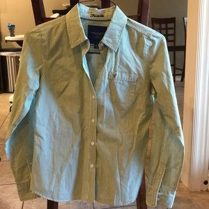 American Eagle favorite cut button down shirt